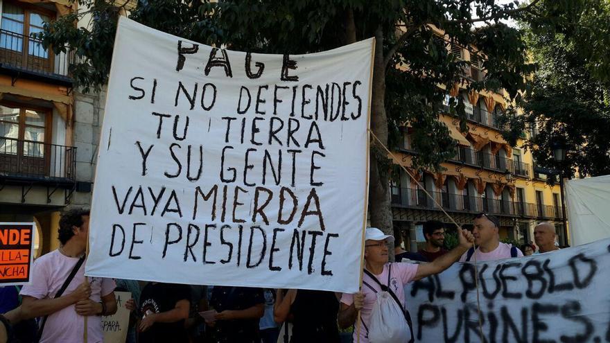Duros mensajes al presidente regional durante la concentración en Toledo