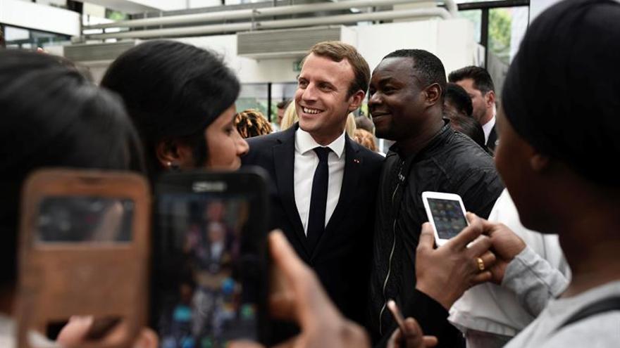 Macron cumple sus primeros cien días de mandato con una popularidad a la baja