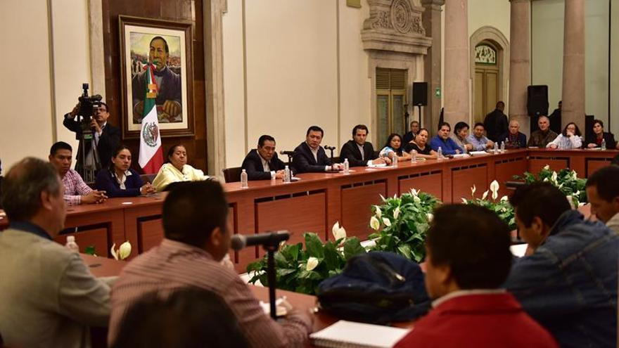 El Gobierno y los maestros mexicanos mantienen sus posiciones al continuar el diálogo