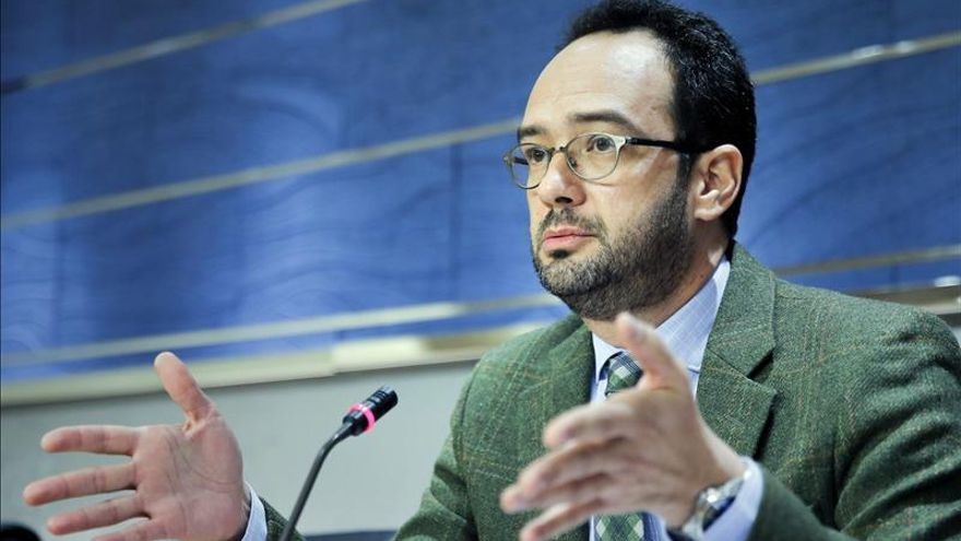 """Hernando dice que el PSOE haría pactos puntuales con otros """"sin nombres ni apellidos"""""""
