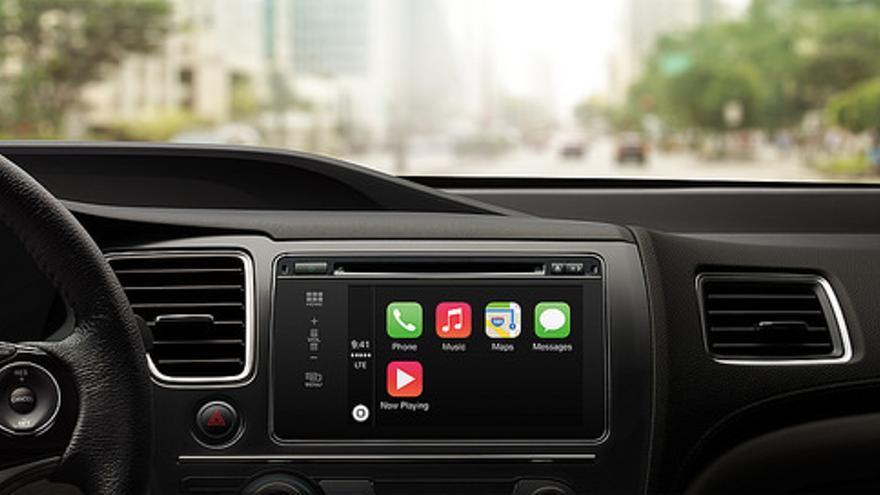 Apple lanzó CarPlay para llevar las funciones de nuestro 'smartphone' al coche