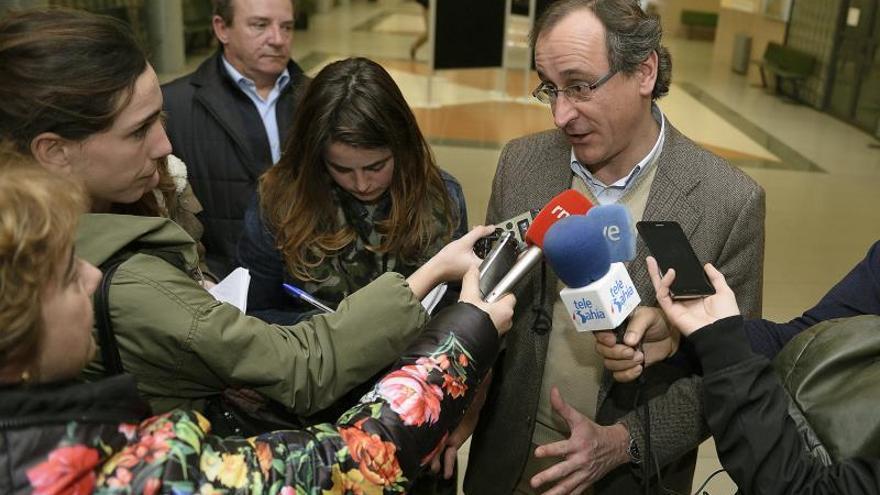Alonso, indignado por el espectáculo de los titiriteros, espera un castigo ejemplar