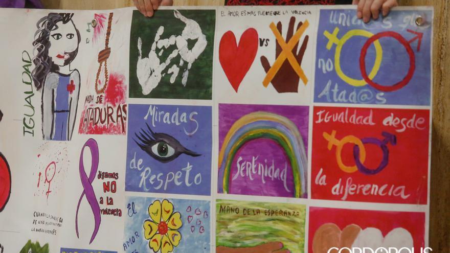 Pancarta para conmemorar el 25N | ÁLEX GALLEGOS