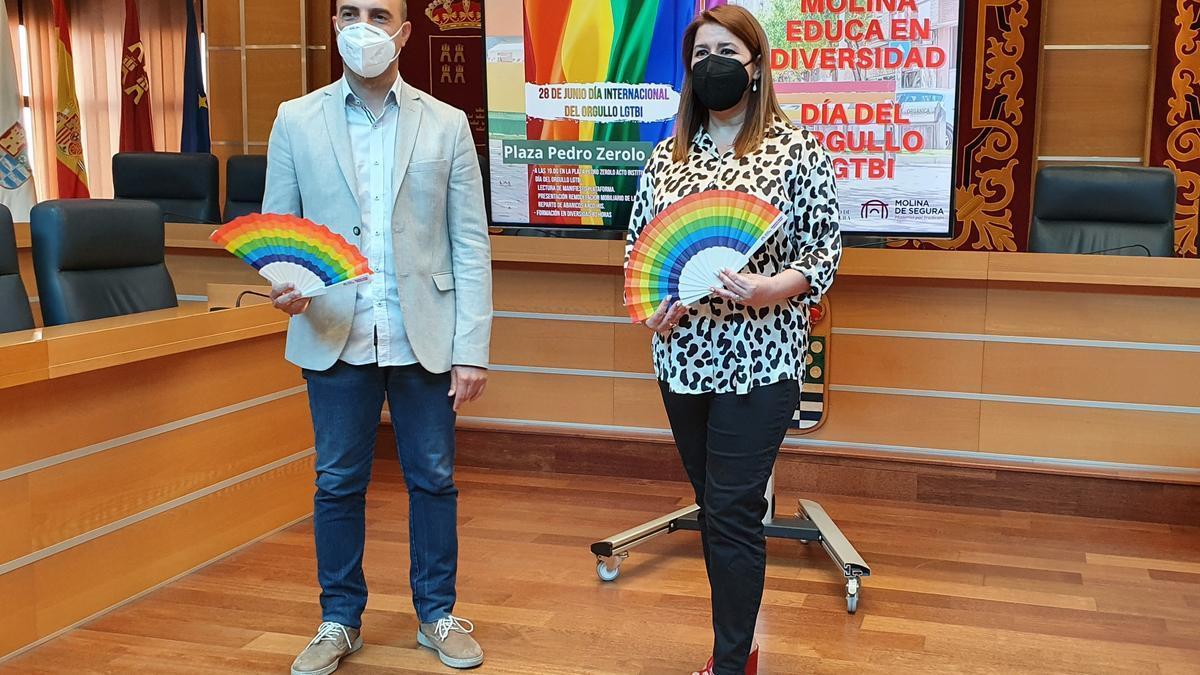 El alcalde de Molina, junto a la concejala de Igualdad