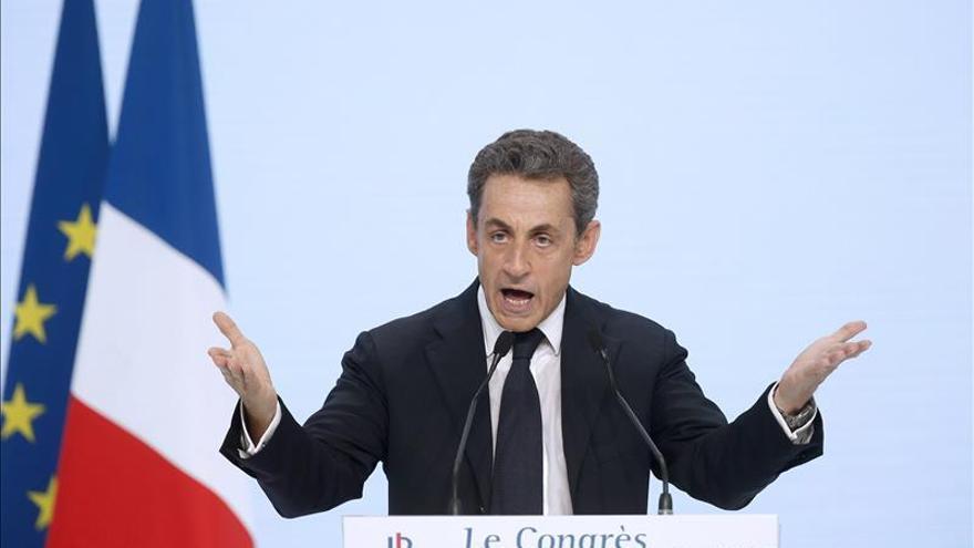 Sarkozy se ceba en críticas a la izquierda para atraer a los desencantados franceses