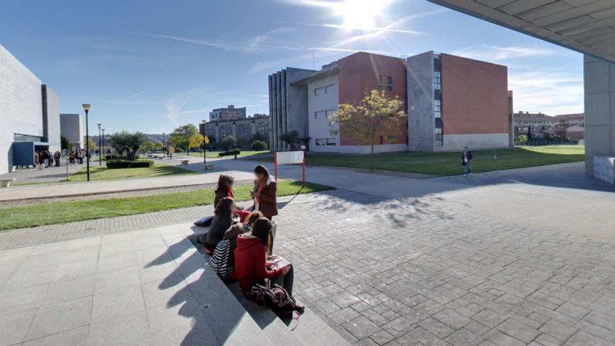 Alumnos en el campus de la URJC en Alcorcón