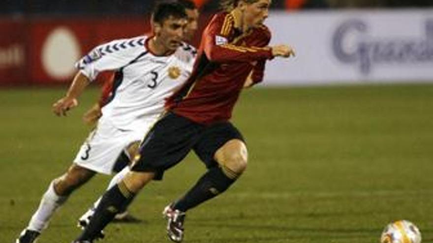 Torres e Iniesta se entrenan aparte para recuperarse de sus dolencias