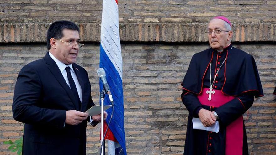 El papa destacó el sano orgullo de paraguayos durante encuentro con Cartes