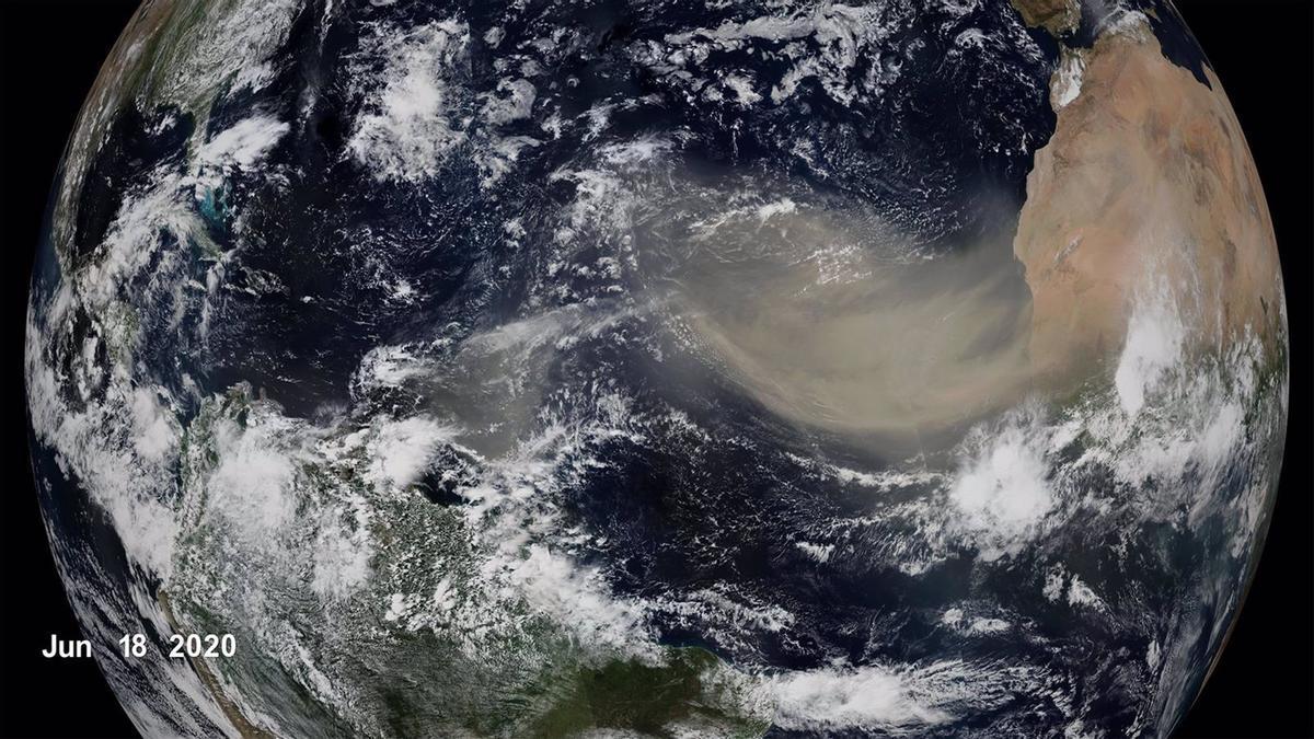 Columna de polvo sahariano captada desde un satélite el 18 de junio de 2020