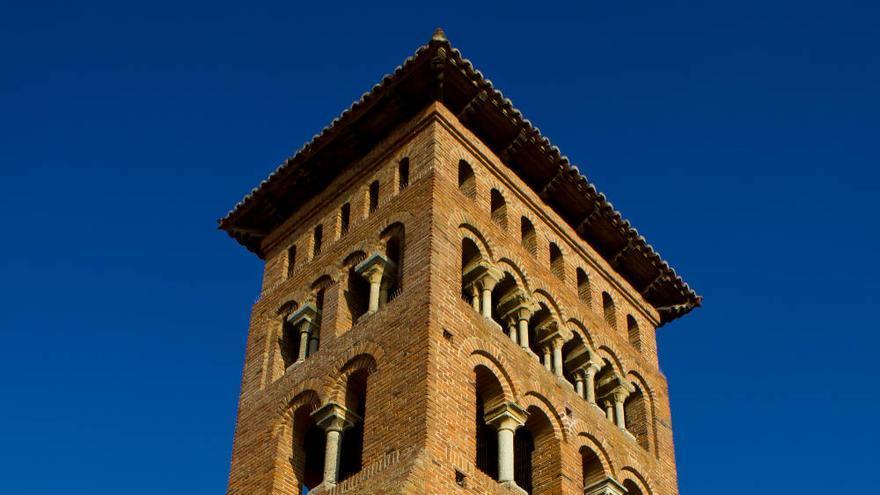 Ábside y torre de San Tirso, en Sahagún. VA