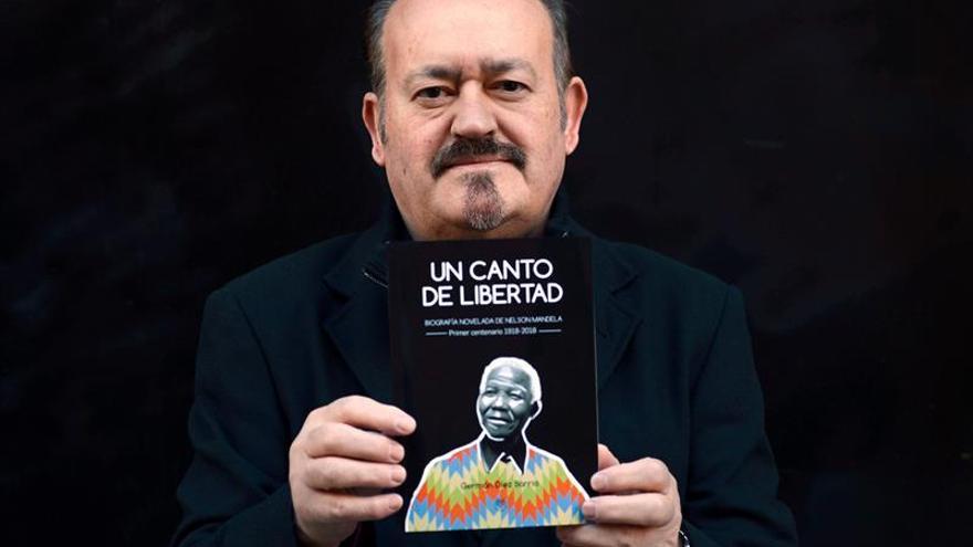 Una biografía novelada recuerda a Mandela en el centenario de su nacimiento