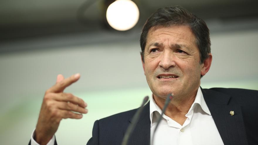 """Javier Fernández asume que """"la peor de las soluciones"""" para el PSOE y para España es ir a elecciones"""