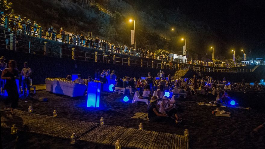 Imagen nocturna de una edición anterior, en la arena de la playa del Socorro