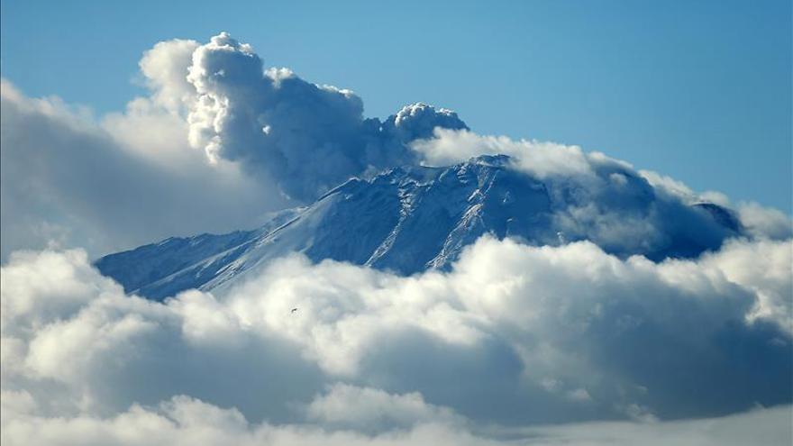 Evalúan la capacidad de materiales volcánicos para descontaminar agua y aire