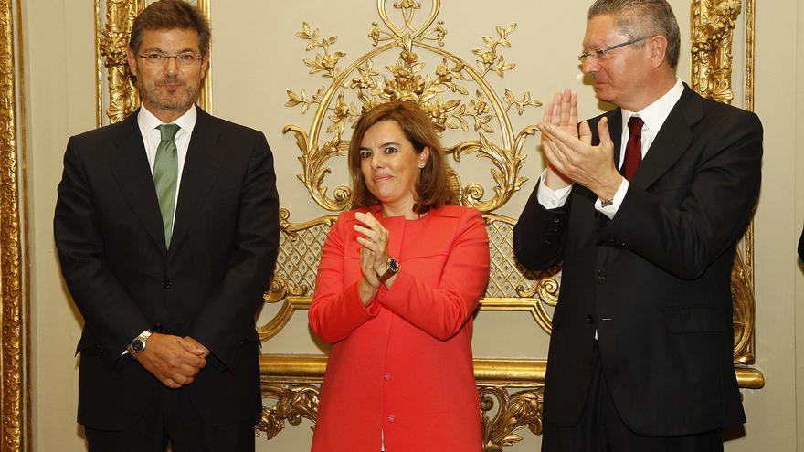 Rafael Catalá, Soraya Sáenz de Santamaría y Alberto Ruiz-Gallardón, en la toma de posesión del primero como ministro de Justicia.