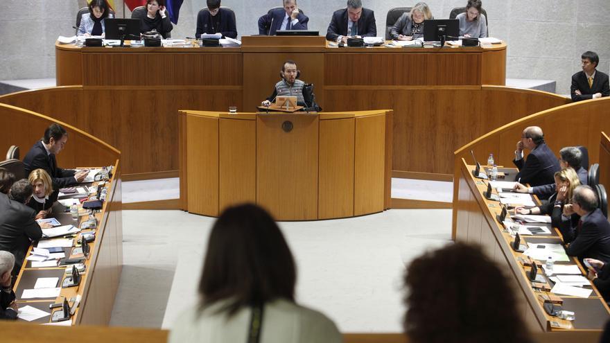 Pablo Echenique interviene en el Parlamento aragonés.