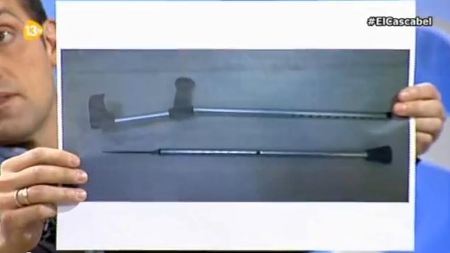 El portavoz de la CEP muestra en 13TV una imagen de la muleta