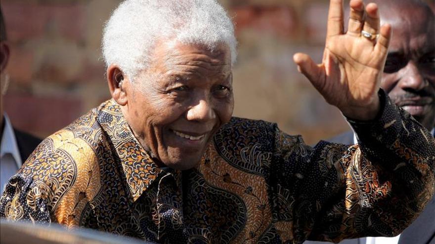 """Mandela está """"en buena forma y animado"""", según el presidente de Sudáfrica"""