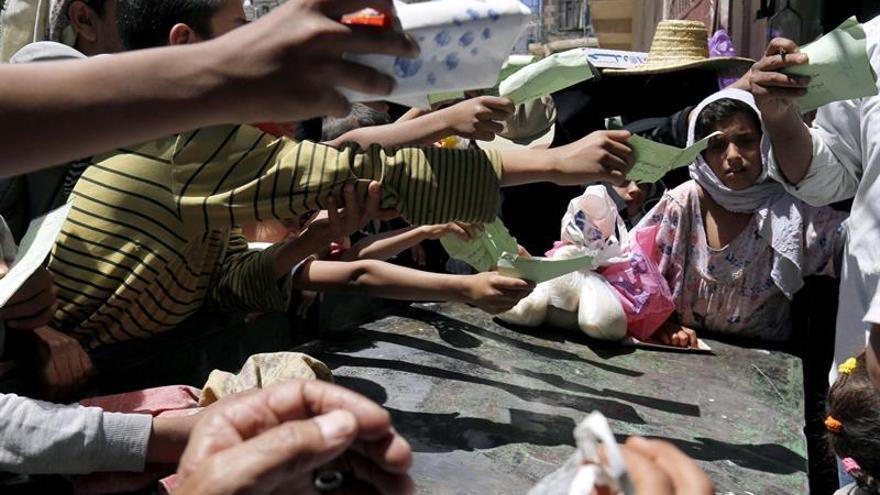 Casi un 80 % de la población del Yemen necesita ayuda humanitaria urgente