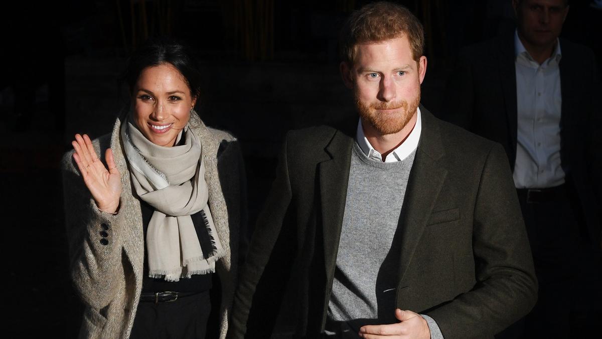 En la imagen, el príncipe Enrique de Inglaterra (d) y la duquesa de Sussex, Megan Markle (i). EFE/Neil Hall/Archivo