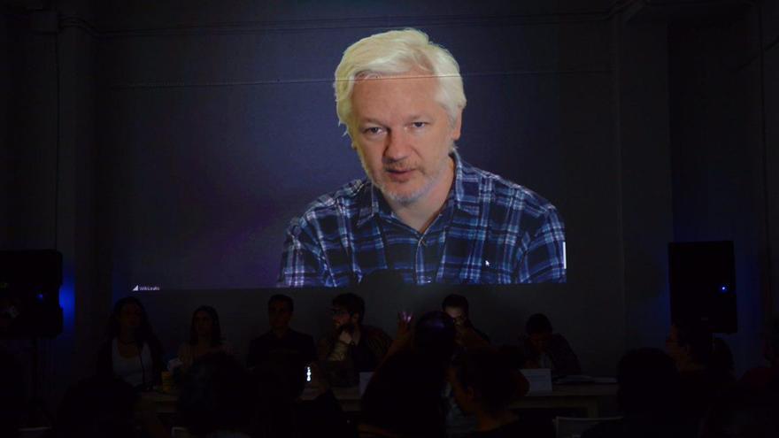 Julian Assange durante el acto 'Contra la trama de los Paraísos Fiscales'