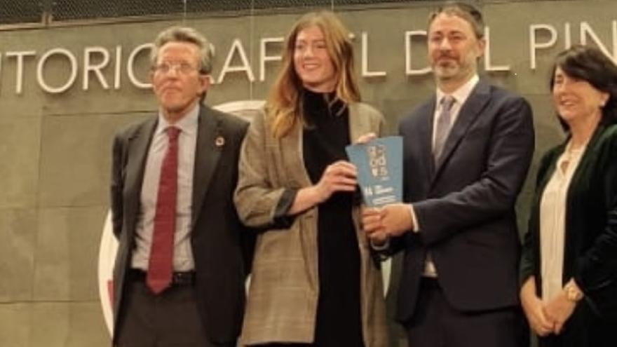 Imagen de la entrega del premio a Global Omnium
