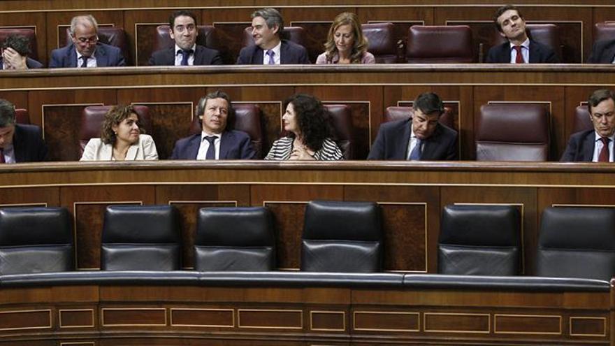 """La oposición critica la ausencia de Guindos para dar cuenta del """"caso Soria"""""""