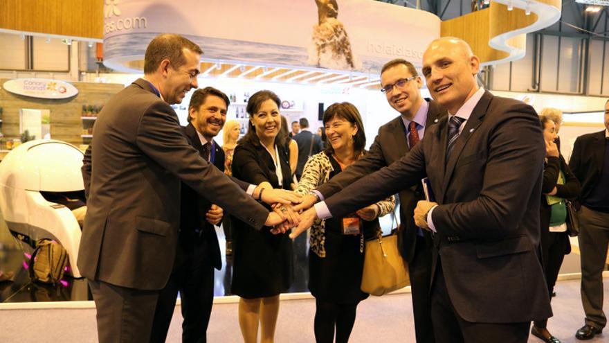 De izquierda a derecha, Enrique Talg, Jorge Marichal, Victoria López, María Luisa Trujillo, Carlos García Sicilia y Roberto Konrad, miembros del equipo directivo de Ashotel.