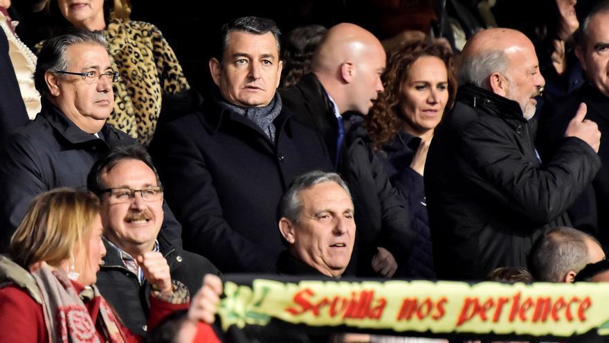 El ministro del Interior, Juan Ignacio Zoido, este sábado, en el palco del Sevilla-Betis
