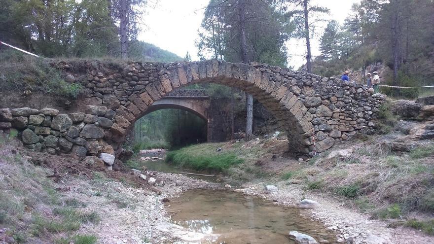Arqueólogos conquenses descubren, tras un análisis de Carbono 14, que el origen del Puente de Poyatos es medieval