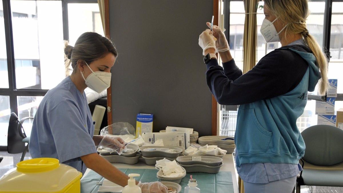 Equipo de vacunación en Canarias