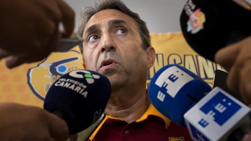El entrenador del Herbalife Gran Canaria, Luis Casimiro. EFE/Quique Curbelo