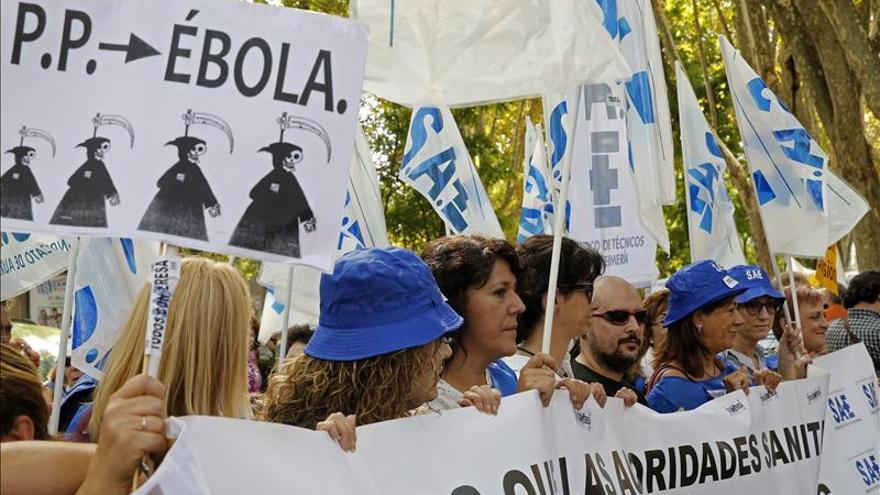 La Marea Blanca pide la dimisión de Mato y Rodríguez por su gestión del ébola. \ Efe