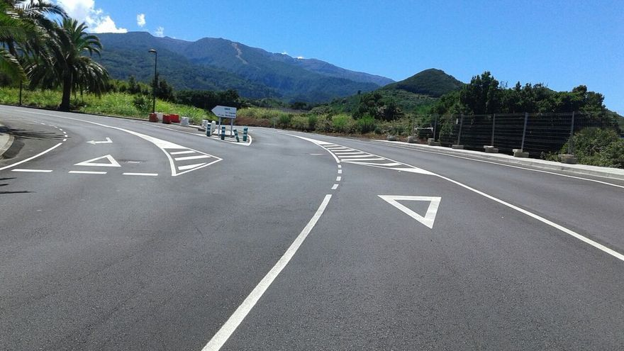 En la imagen, un tramo de la nueva obra de la carretera LP-1.