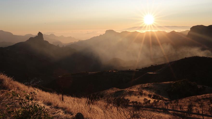 Amanece en Gran Canaria en el tercer día del incendio que afecta a sus cumbres