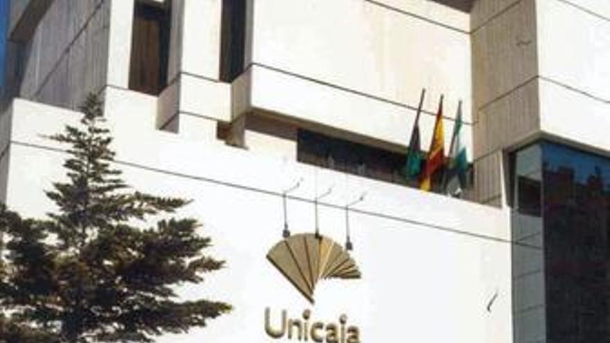 """CajaGranada tiene """"solapadas"""" 336 oficinas con Cajasol y Unicaja"""