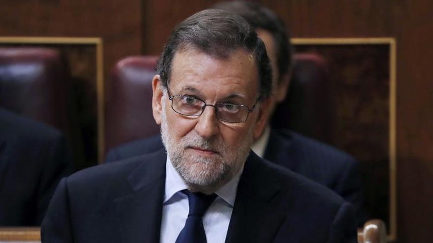 Rajoy dice a Iglesias que acatará medidas del Congreso cuando sea obligatorio