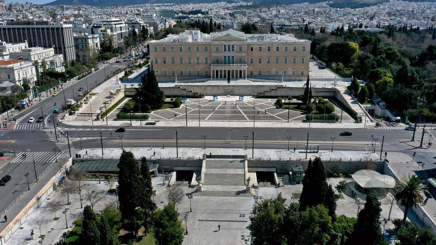 Las inmediaciones del Parlamento griego a vista de dron vacías por el coronavirus. Atenas, Grecia