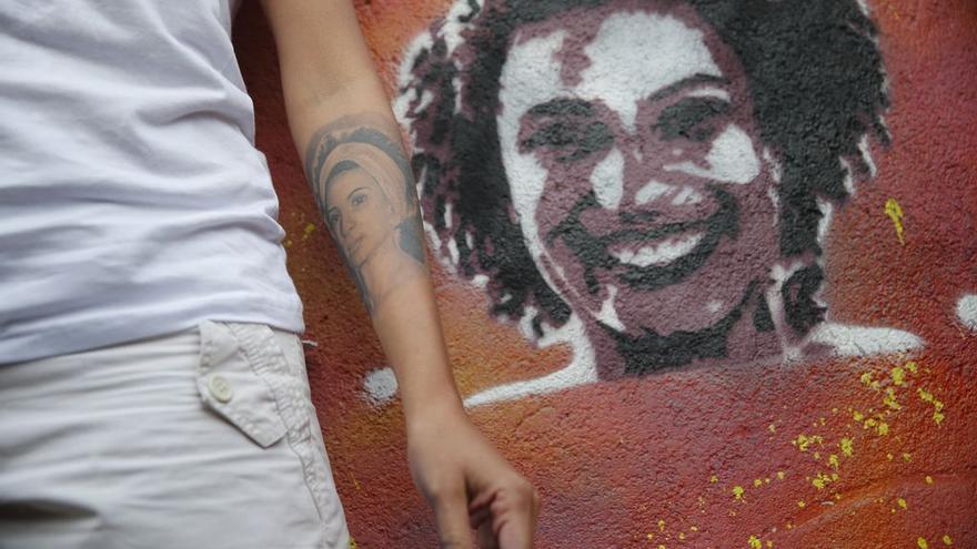 Mônica Benício, viuda de Marielle Franco, ha restaurado el grafiti que la activista Malala Yousafzai realizó en la favela de Tavares Bastos.