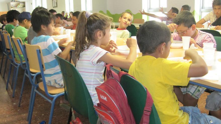 Madrid reduce a la mitad las ayudas para que los ni os m s for Ayudas para comedor escolar
