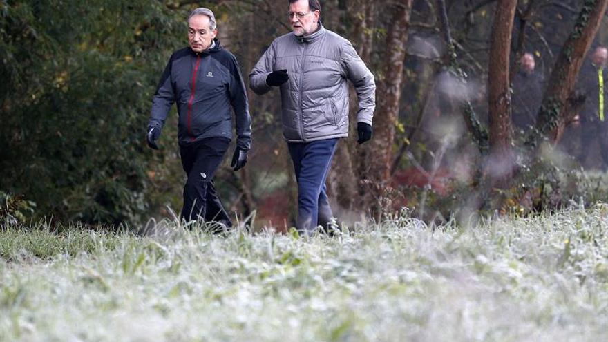 Rajoy despide el año en Galicia en la ruta de senderismo da Pedra e da Auga