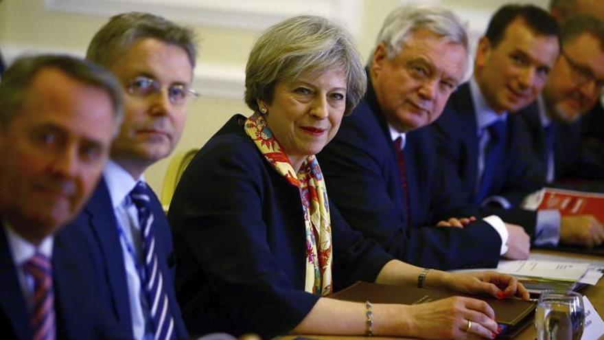 """May dice que """"se mantiene"""" la visita de Estado de Trump a Reino Unido"""