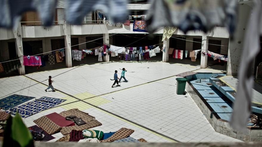 El centro comercial abandonado de Al-Waha, a las afuera de Trípoli, donde han llegado han llegado cerca de 130 familias sirias/ Fotografía: Pablo Tosco/ Intermón Oxfam.