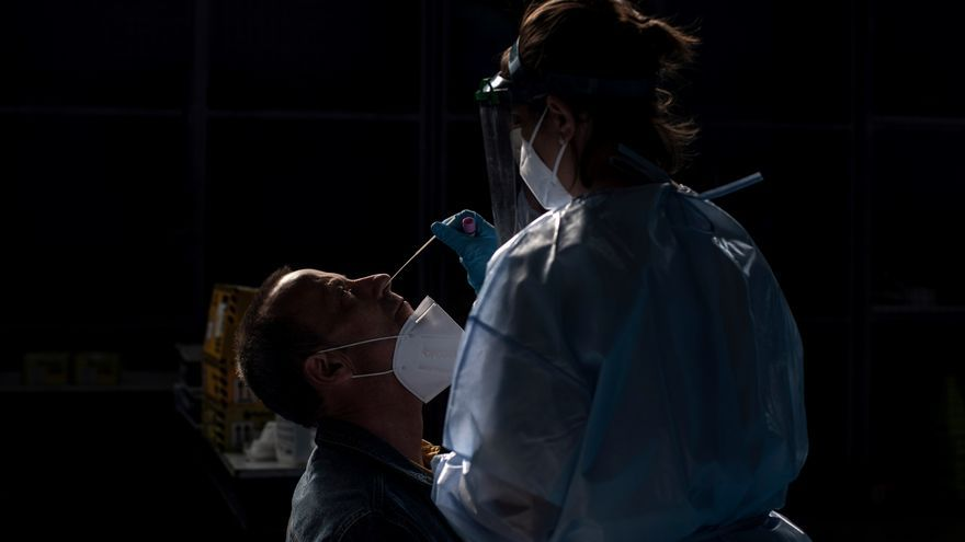 Sigue el aumento de contagios y casos con leve subida de presión hospitalaria