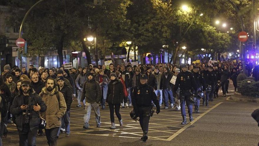 Un millar de personas protesta por las detenciones de la Complutense y contra la Ley de Seguridad