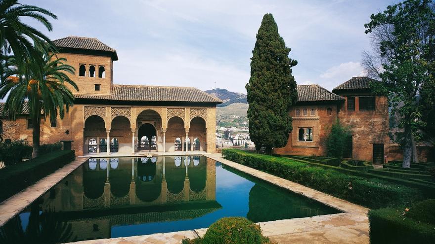 El Ayuntamiento propone cobrar un peaje a los turistas en los accesos a la Alhambra