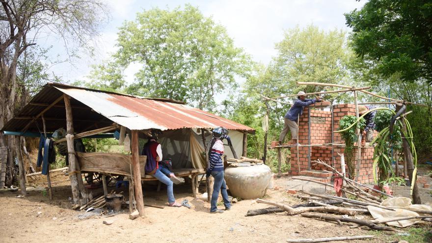 Construcción de un baño en Roka (Camboya) / Auara