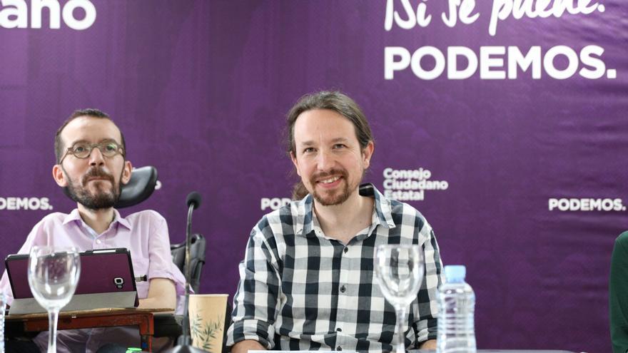 El secretario de Organización y Programa de Unidas Podemos y portavoz de la formación morada, Pablo Echenique, y el secretario general del partido, Pablo Iglesias durante la reunión del Consejo Ciudadano Estatal.