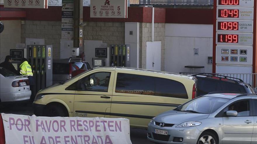 El encarecimiento de la gasolina modera la caída de los precios al 1,1 por ciento