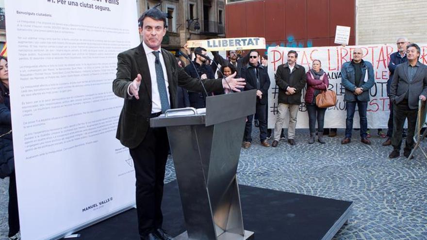 """Valls alerta de las prácticas """"populistas"""" de Colau y Torra en seguridad"""